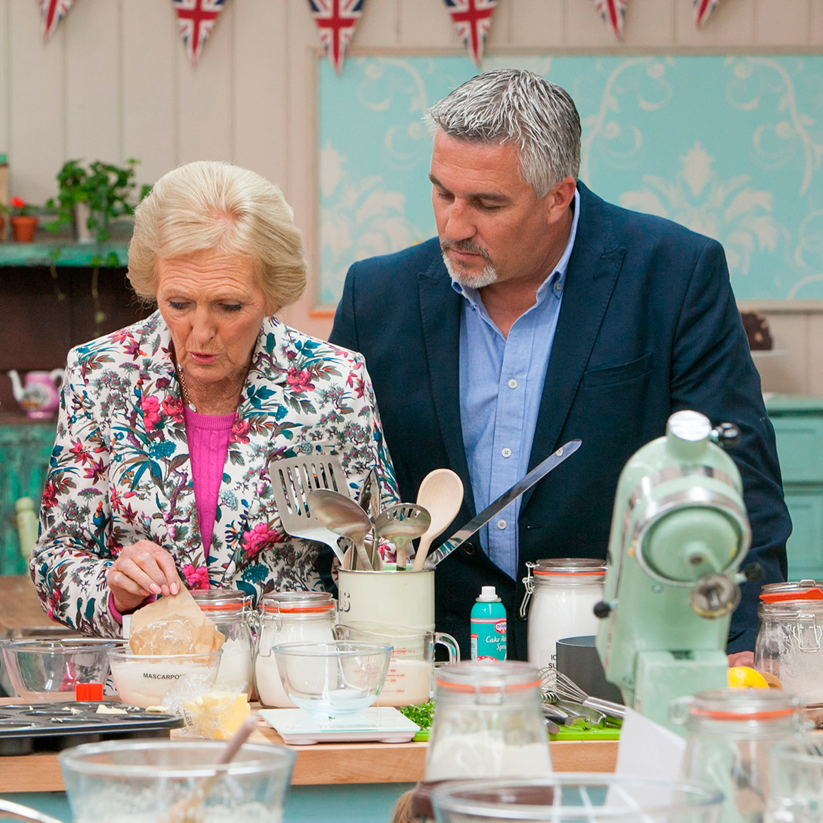 the-great-british-bake-off-paul-hollywood-mary-berry-best-baking-apps-celebrity-chef-tips-goodhousekeeping-co-uk-200814