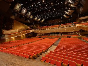 640px-queen_elizabeth_theatre_vancouver_view_from_stage
