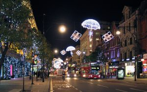 https://commons.wikimedia.org/wiki/File:Christmas_decorations_on_Oxford_Street,_London.jpg