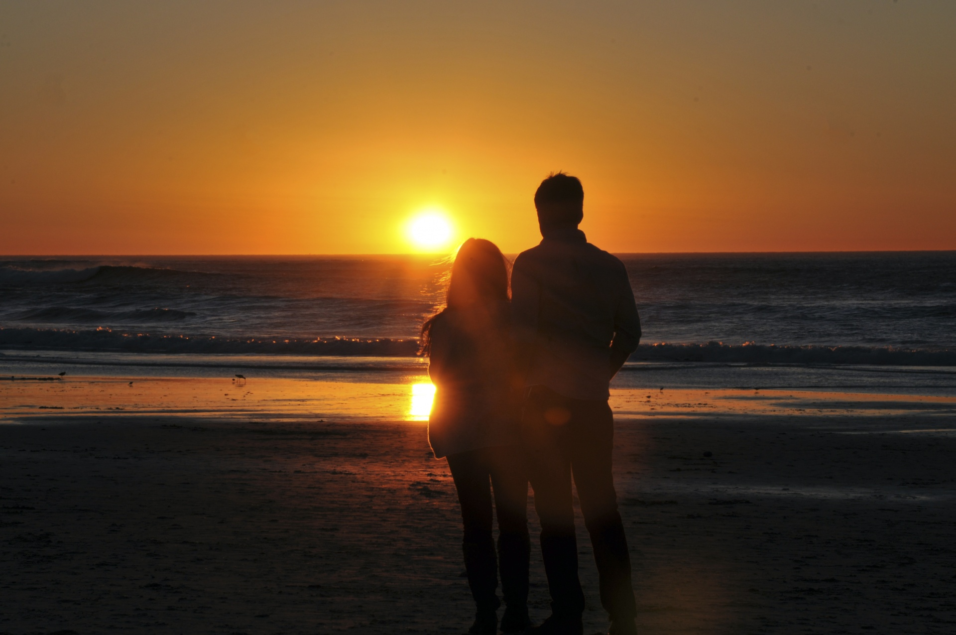 http://www.publicdomainpictures.net/view-image.php?image=149016&picture=lovers-enjoying-ocean-sunset