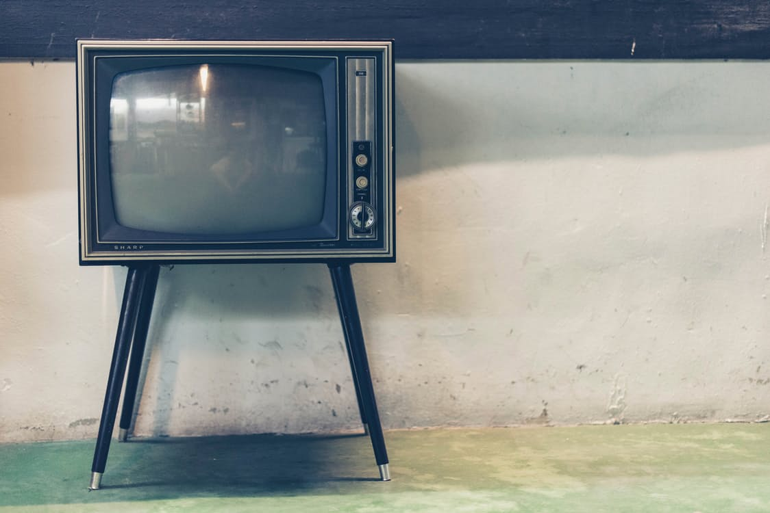 https://www.pexels.com/photo/grey-vintage-crt-tv-117511/