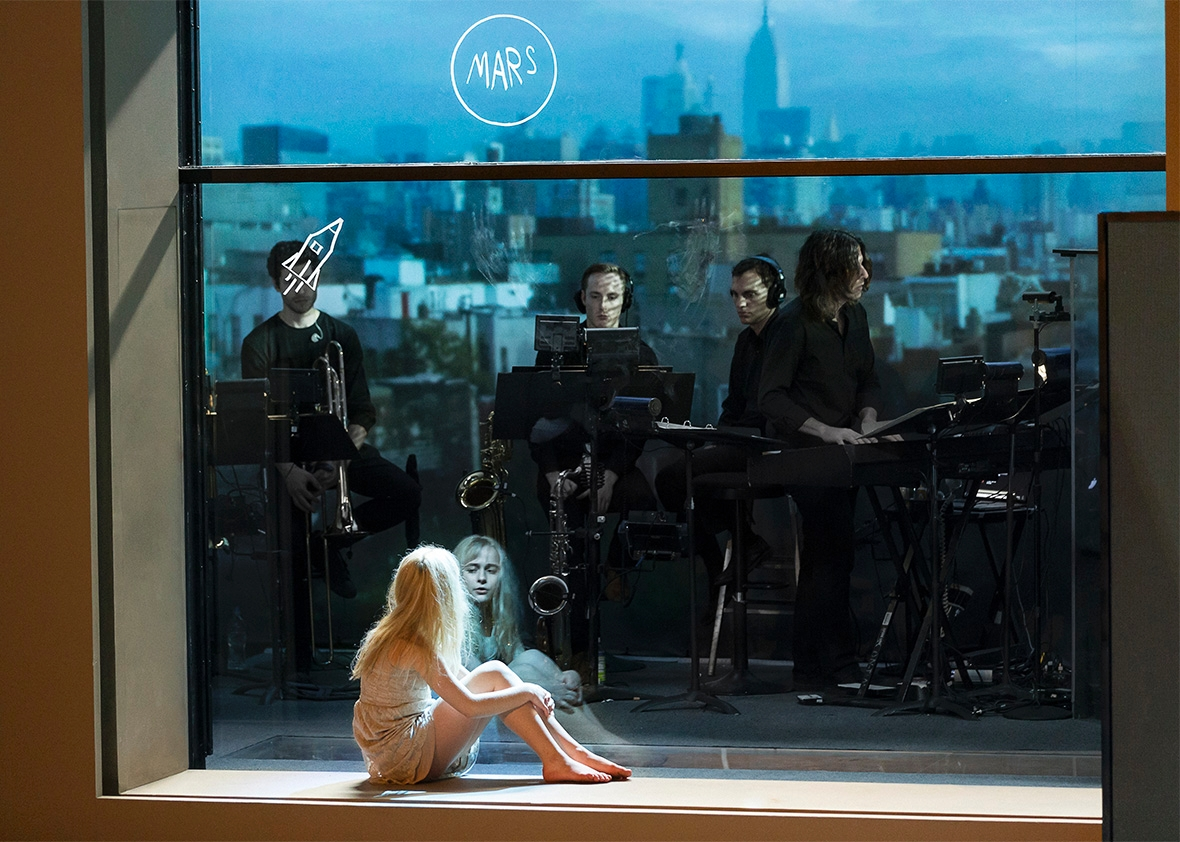 http://www.slate.com/articles/arts/theater/2015/12/david_bowie_and_enda_walsh_musical_lazarus_reviewed.html