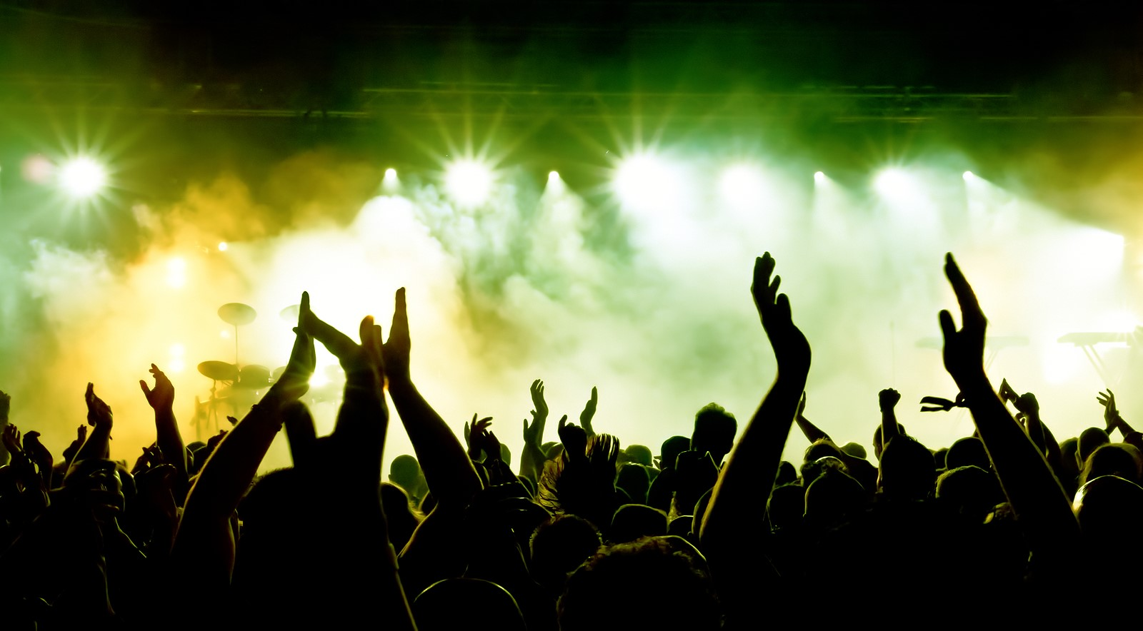 http://www.backstagetales.com/wp-content/uploads/2016/09/bigstock_silhouettes_of_concert_crowd_i_1565261621.jpg