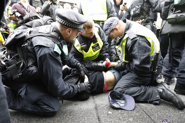 EDL-protest-March-Britain-First-London-protestors-clash-police-violence-889091
