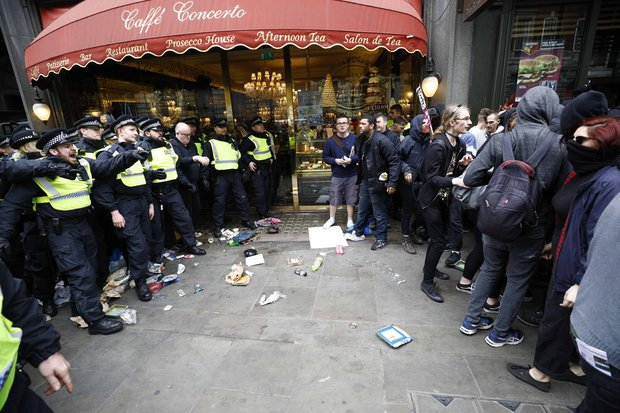 EDL-protest-March-Britain-First-London-protestors-clash-police-violence-889092