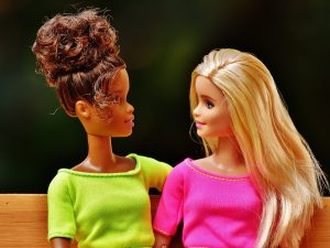 https://pixabay.com/en/barbie-girl-girlfriends-friendship-1640764/