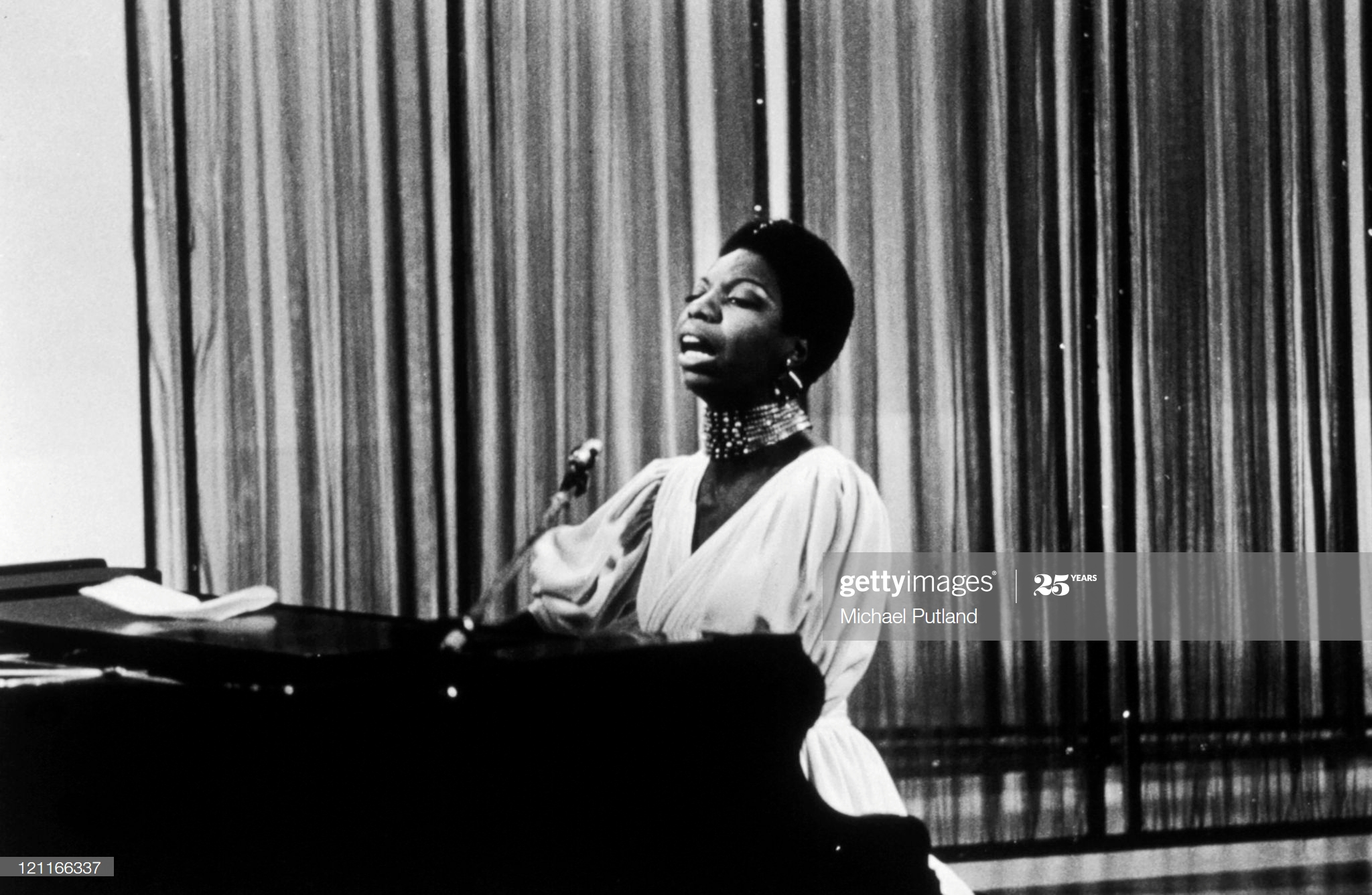 LONDON - 8th DECEMBER: Nina Simone appearing on the David Frost TV show, London, 1968. (Photo by Michael Putland/Getty Images)